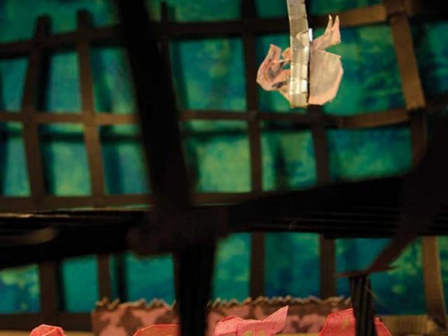 Les Fables de l'Humpur : hisser dans un chariot grillagé
